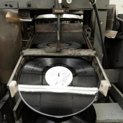 Vinyl Manufacturing (Slices DVD Feature)