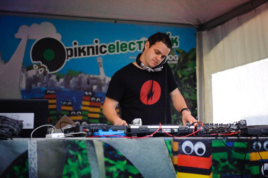 DJ Lexis @ Piknic Electronik 2011 (Philippe Sawicki)