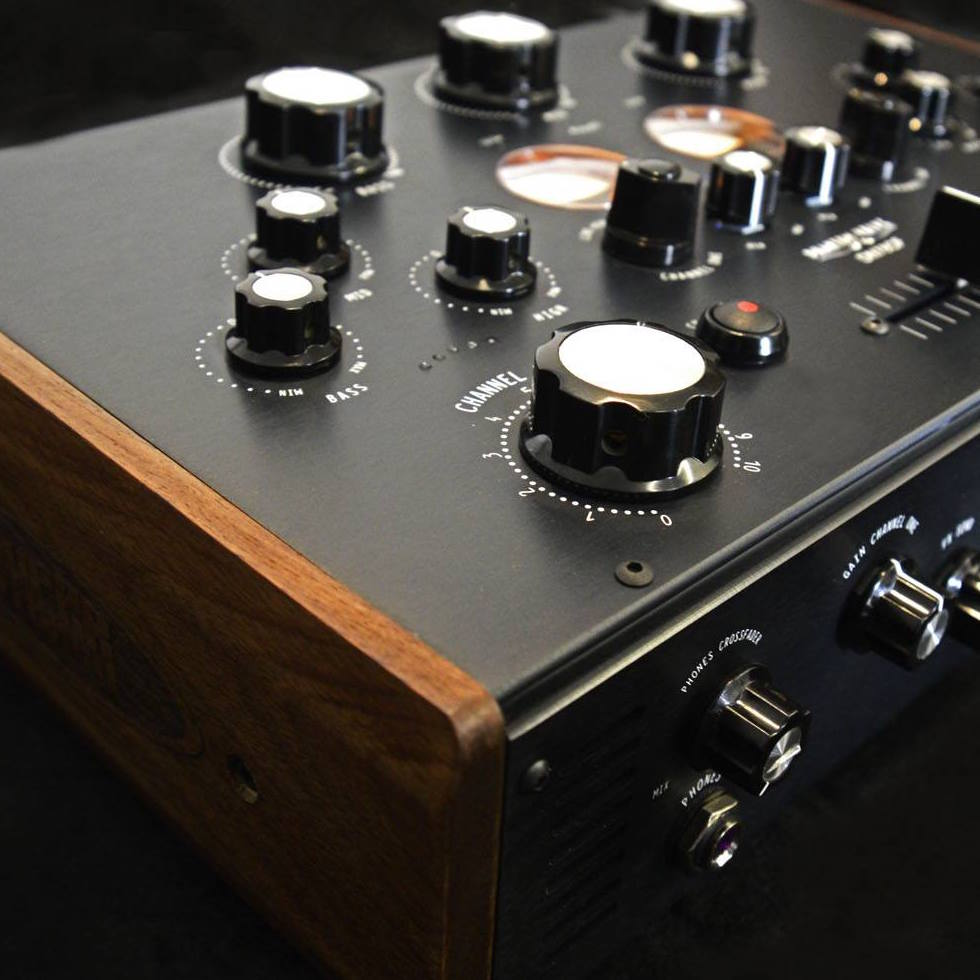 Superstereo Unveils The Beautiful Dn78cf Analogue Mixer Music Is Audio Mixers Projects Circuits 7